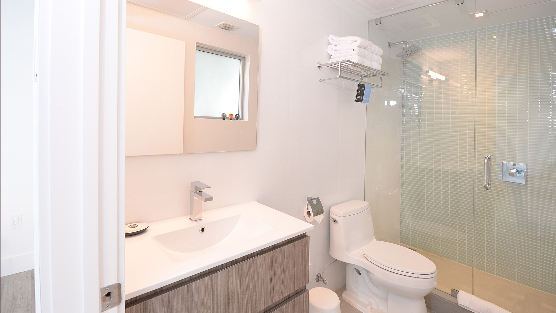 Bathroom for Urban one bedroom with standing balcony