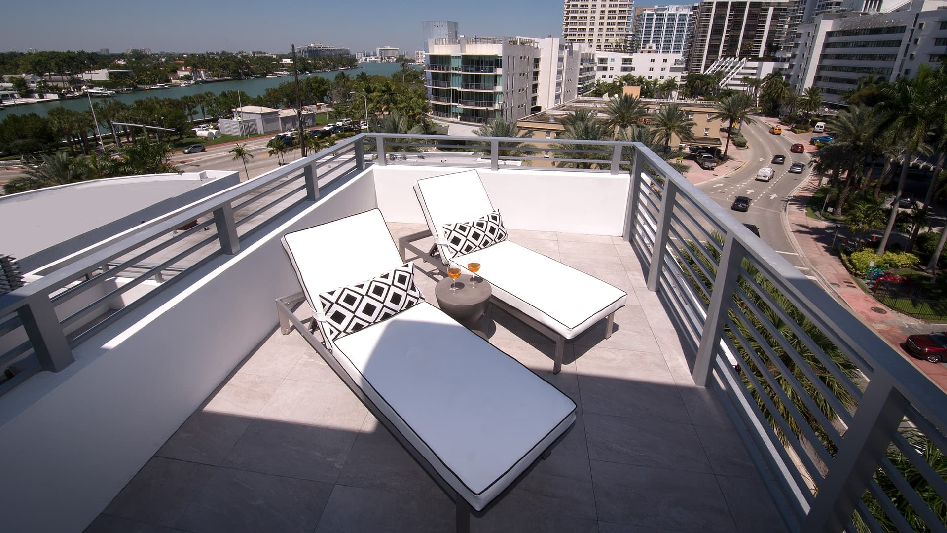 Penthouse one bedroom corner with terrace-5